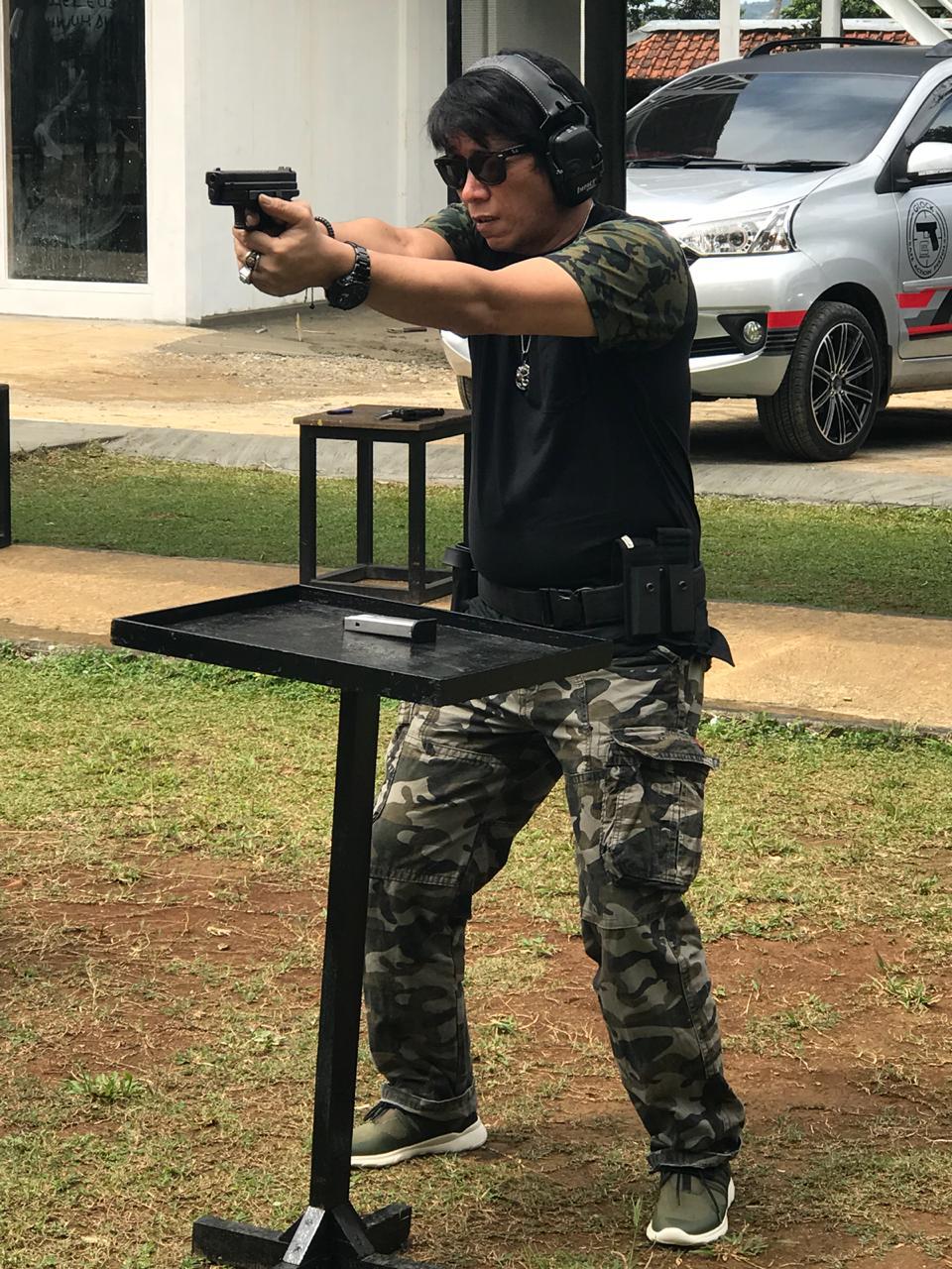 Parto Patrio latihan menembak