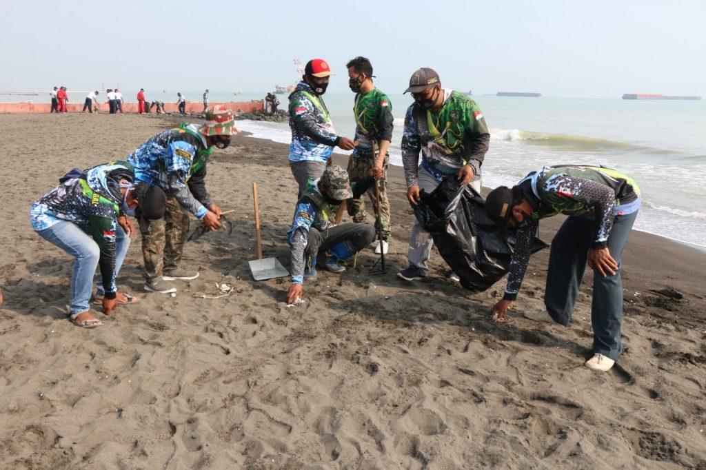 PMT bersih-bersih pantai